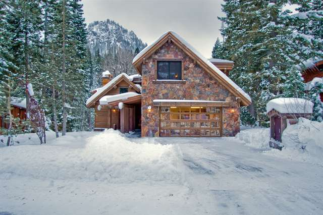 Alpine Meadows Snowy Exterior